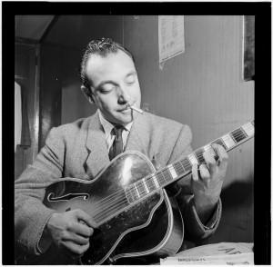 Django_Reinhardt,_Aquarium,_New_York,_N.Y.,_ca._Nov._1946_(William_P._Gottlieb_07311)